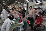 Dokkes Polres Serang Laksanakan Vaksinasi Massal, 336 Orang Berhasil di Vaksin