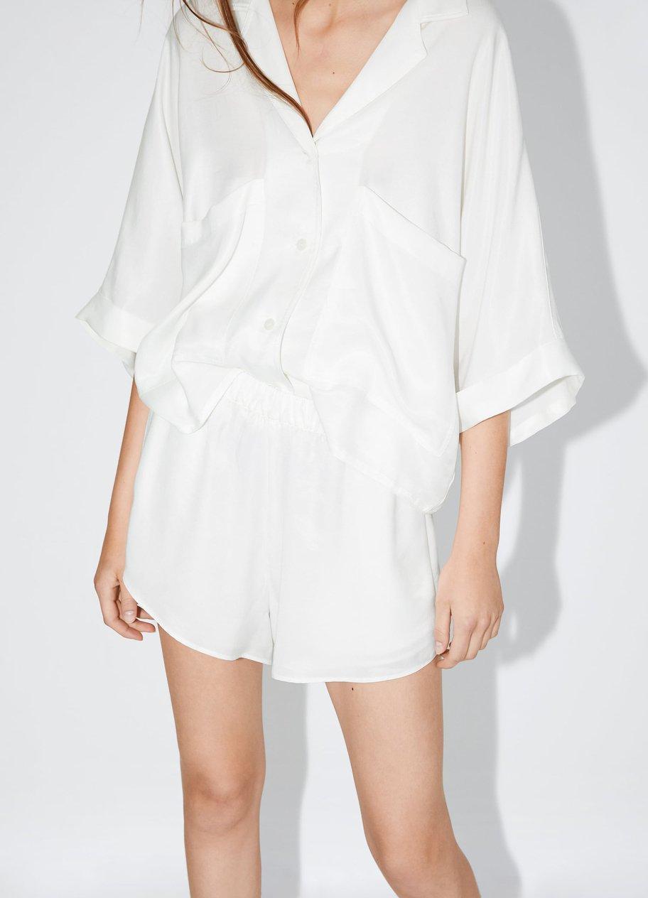 Fließende Shorts in Weiß von Zara, um 20 €