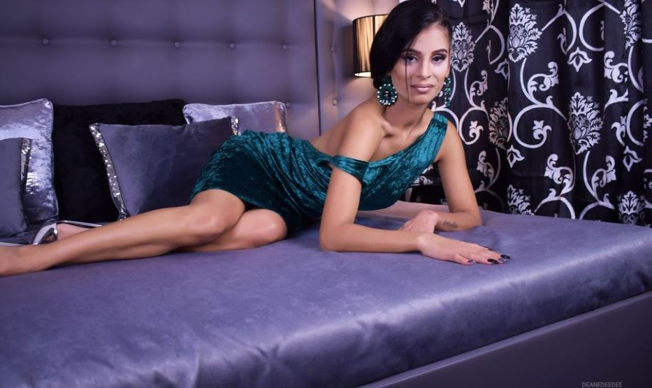 https://www.glamourcams.live/chat/DaianaDobson