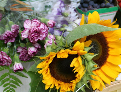 Focus on Life: Week 33 ~ In season: The farmer's market in Burlington, ON, a lovely late summer harvest: flowers - sun flowers, carnation :: All Pretty Things