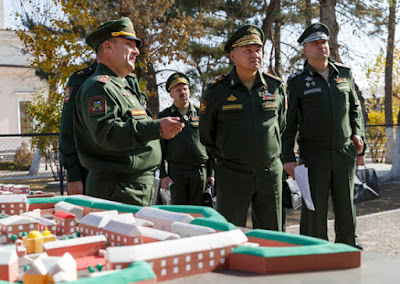 Russian troops on Ukraine border 'ready to defend country