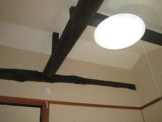天井にある太い梁