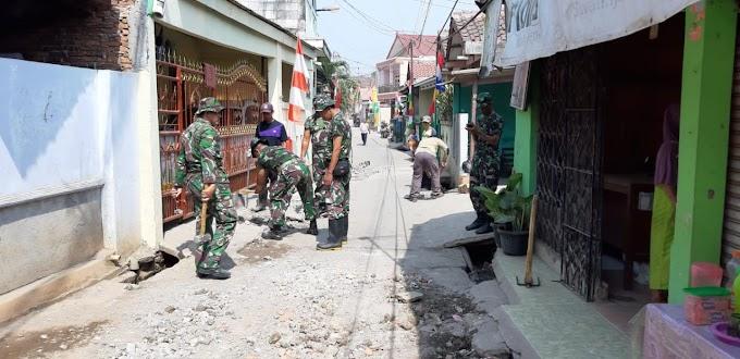 Hari Kedua TMMD, TNI Dibantu Warga Mulai Perbaiki Jalan Swadaya