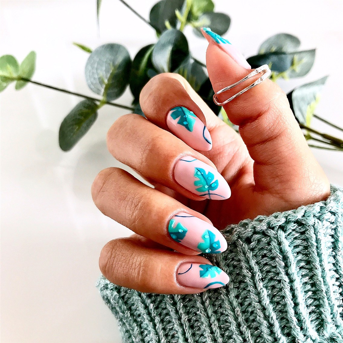monstera na paznokciach, montera nails, manicure liście