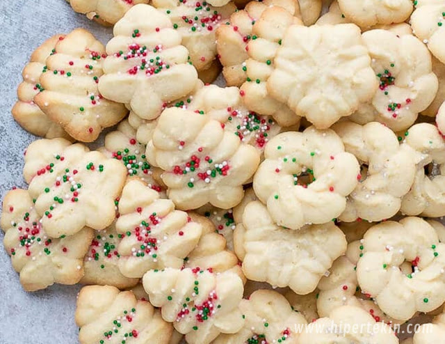 EASY CREAM CHEESE SPRITZ COOKIES RECIPE