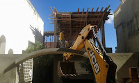 قامت بلدية رفراف اليوم الإثنين 09 أكتوبر بتنفيذ قرار هدم   بدون رخصة بمحل سكنى بالحماري