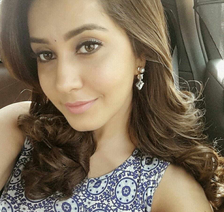 Tollywood Gorgeous Actress Rashi Khanna Face Close Up Photos