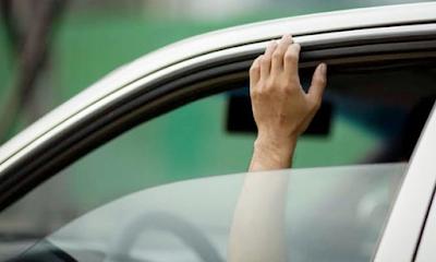 buka kaca mobil
