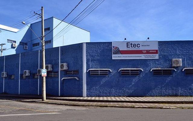 Post de Samuel Moreira sobre alunos da ETEC de Registro-SP gera debate sobre problemas da instituição
