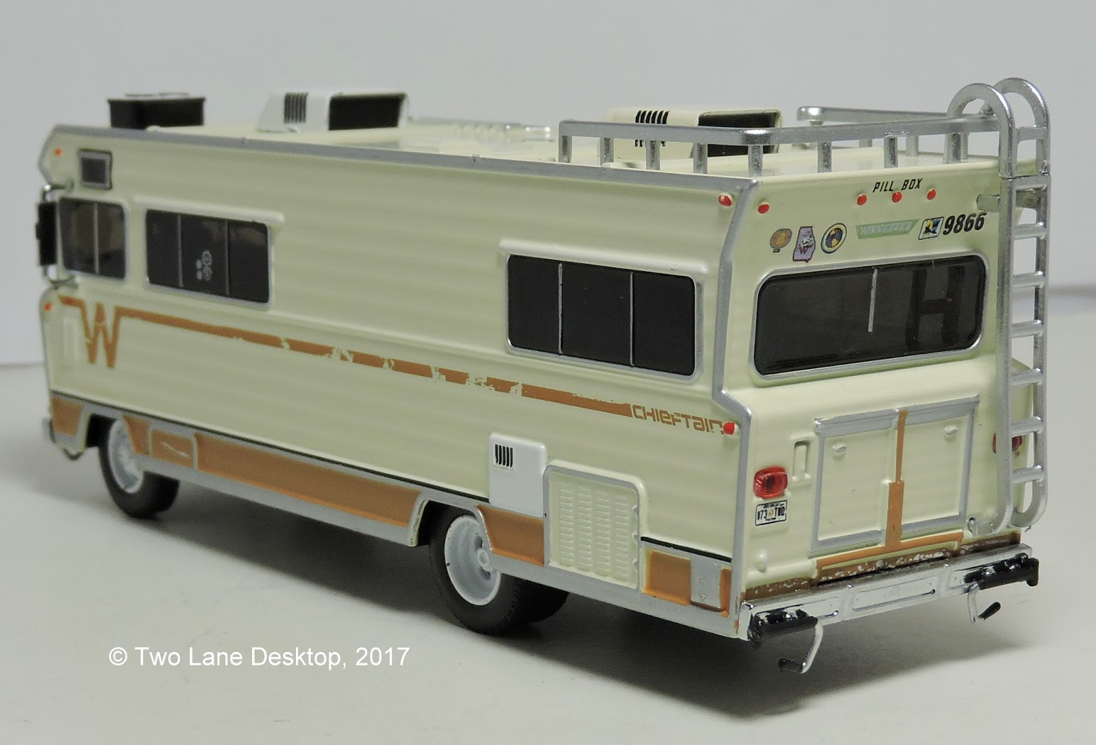 Greenlight 1973 Winnebago Chieftain | Two Lane Desktop