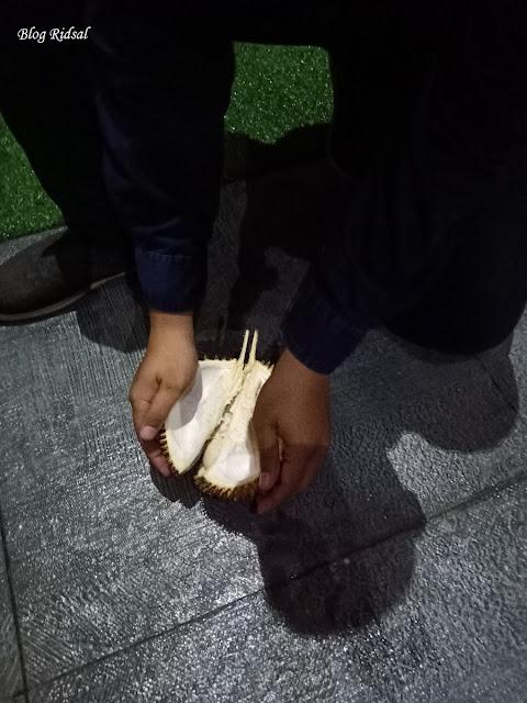 Menikmati Aneka Olahan Durian di Hotel Radisson Medan - Buah Durian