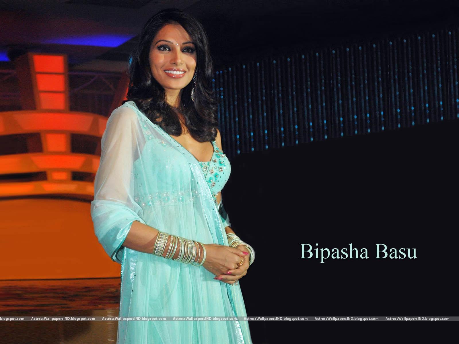 Bipasha Basu Hot Seen Photos - A Wind-3317