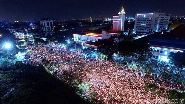 Aksi Solidaritas Seribu Lilin Warga Kota Surabaya Untuk Ahok
