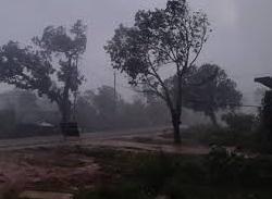 Rewa weather today: तेज हवाओ के साथ झमाझम हुई बारिश, गिरे ओले
