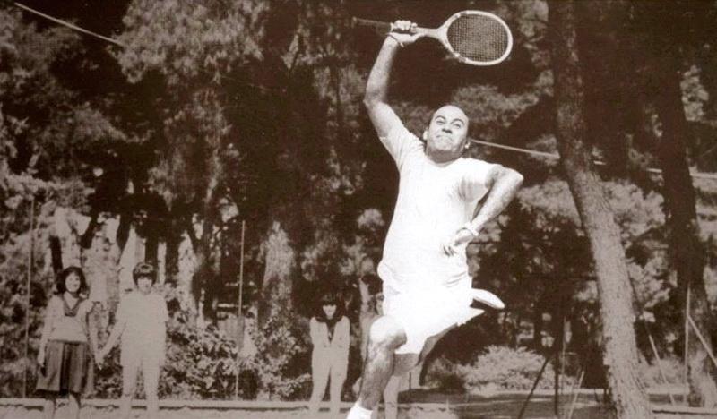 Θέλεις να σου μάθω τένις;