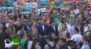 le leader catalan destitué Carles Puigdemont et quatre de ses ministres