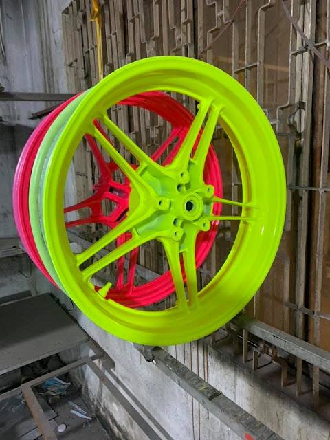 Sơn mâm xe máy Ecxiter 150 màu xanh và hồng dạ quang cực đẹp