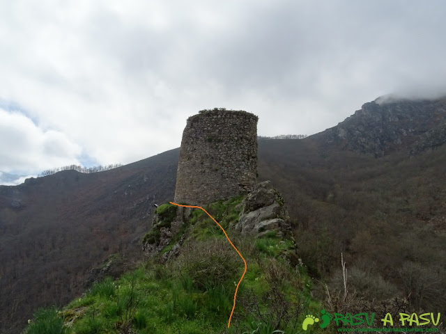 Senda al Torreón de Villamorei: Subiendo al torreón