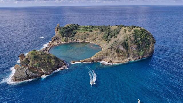 Không phải Ý mà Bồ Đào Nha mới là quốc gia sở hữu hòn đảo hình chiếc Pizza, đó chính là Vila Franca do Ocampo-1 hòn đảo độc đáo được hình thành do miệng núi lửa bị ngập nước.