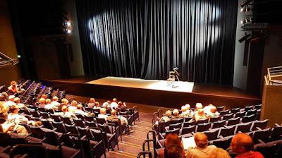 Como comportarse en el teatro