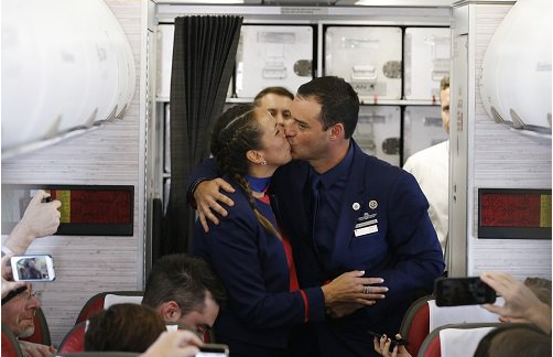 Pope-Francis-weds-couple-on-a-plane-1