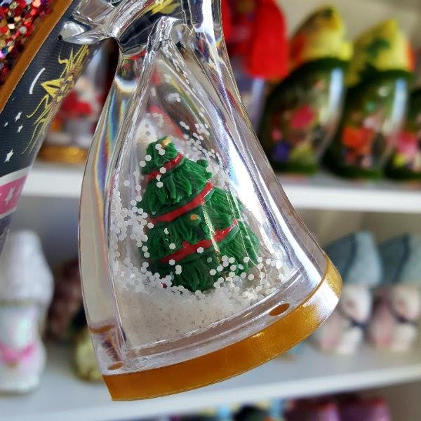 christmas tree snowglobe heel close up