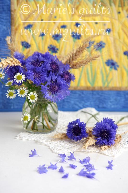 Цветы на поле во ржи