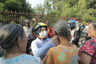 Gowes Bareng Komunitas Emak-Emak, Ning Ita Patroli masker