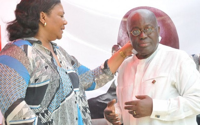 Why Kufuor and Nana Addo used one hand for the sword?