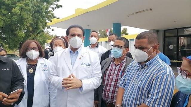 Ministro aspira a vacunar 49 mil en Barahona para frenar COVID-19