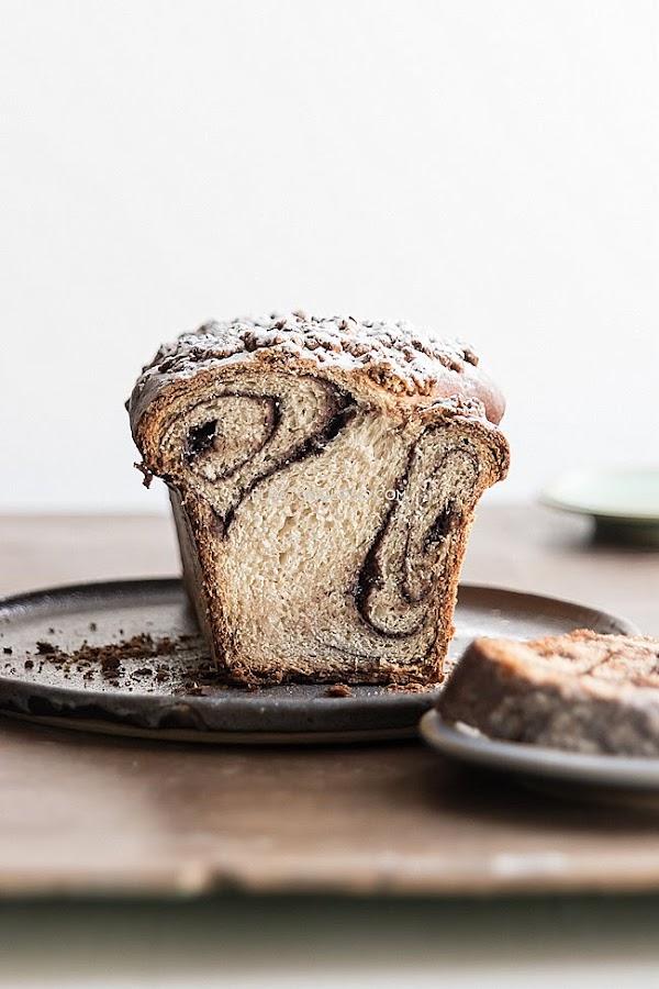 Pan de cambur (banana) relleno de chocolate