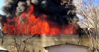 غازي عنتاب..اندلاع حريق ضخم في معمل للطلاء (صور+فيديو)