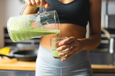 Drink green smoothies made with vegetables to keep the body fit