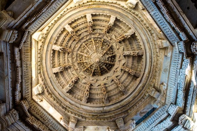 The octagonal ceiling with inverted lotus in the centre