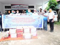 PT. IKI - Bank Sulselbar serahkan bantuan makanan dan APD penanganan covid Takalar