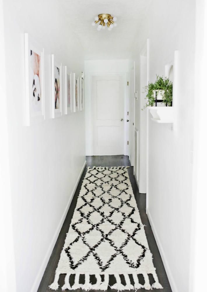 Decoraci n f cil redecorar un pasillo estrecho en 5 pasos for Decoracion pasillos