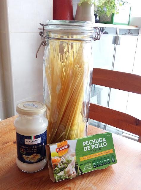 Ingredientes spaguetti con pollo y salsa de queso