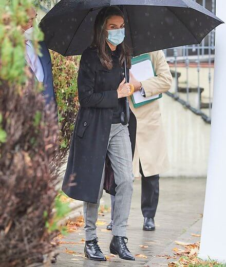 Queen Letizia wore a navy trench coat from Burberry, and Prince of wales pants from Mango, and halloween flat lace-up ankle boots from Uterque