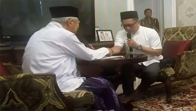 Kiai Ma'ruf Amin Bimbing Masuk Islam Presenter Tio Nugroho