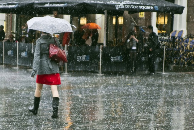 A Simple Guide on How to Look Stylish in Monsoon