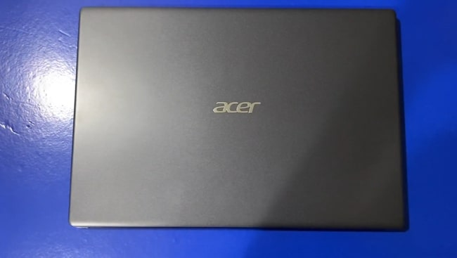 All plastic build of Acer Aspire 3 A315-57G laptop.