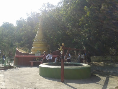 Le puits où Webu Sayadaw but l'eau bleue