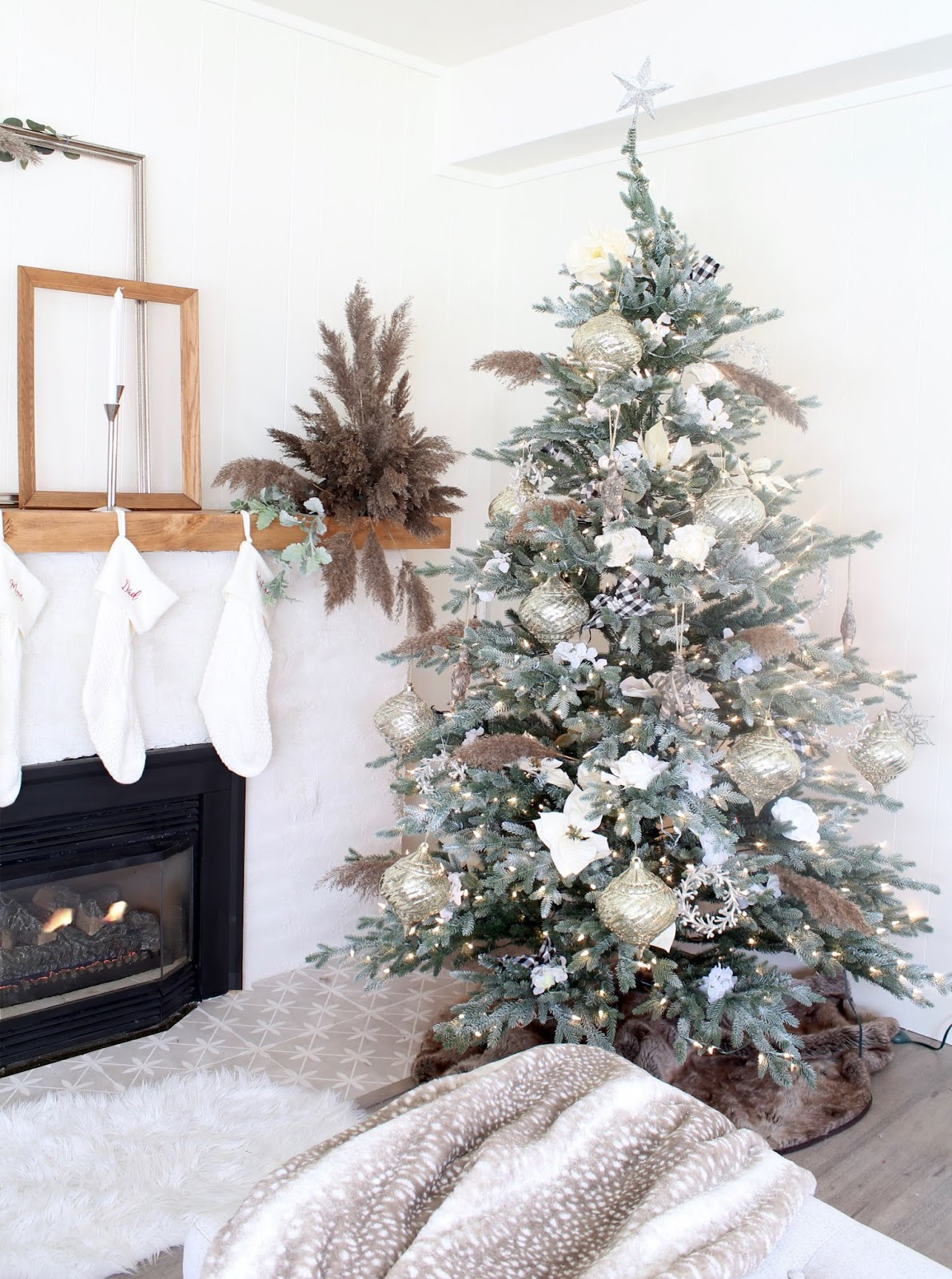 nordic-christmas-decorating-ideas-pampas-grass-diy-wedding-holiday-decor-5