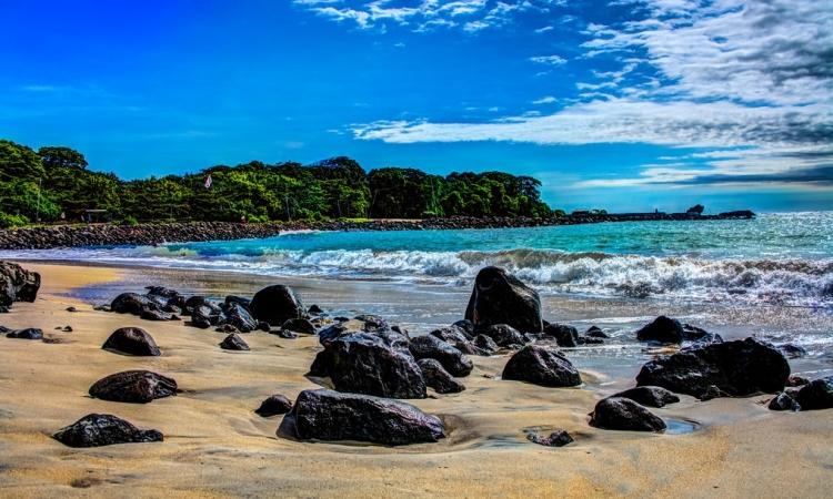12 Wisata Pantai Terindah di Garut yang Wajib Anda Kunjungi