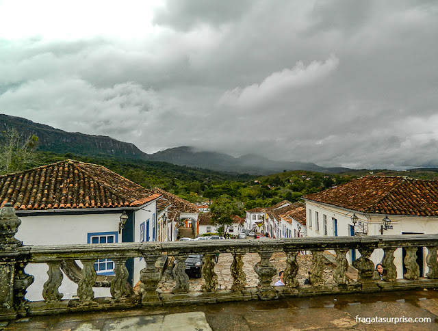 A cidade de Tiradentes (MG) vista do adro da Matriz de São Francisco