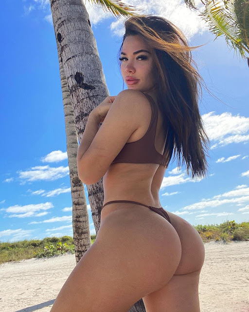 Genesis Lopez Hot Pics and Bio