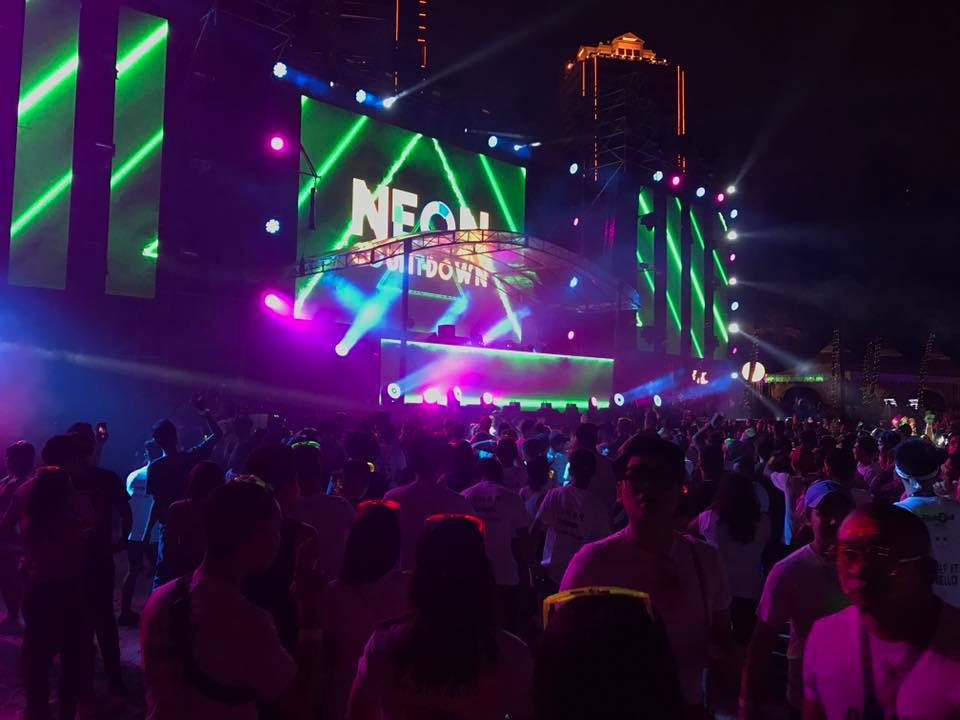 Malaysian lifestyle blog new year 39 s countdown at neon for Neon paint party 2017