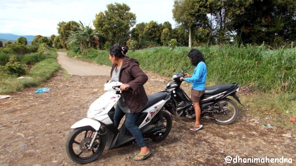 my other blue: Trekking ke Puncak Negeri Andalas (1)