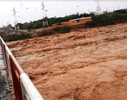 عاجل...السيول تقتل 99 شخصا و تخرب 100 ألف منزل و الإعلان عن حالة الطوارئ لـ 3 أشهر