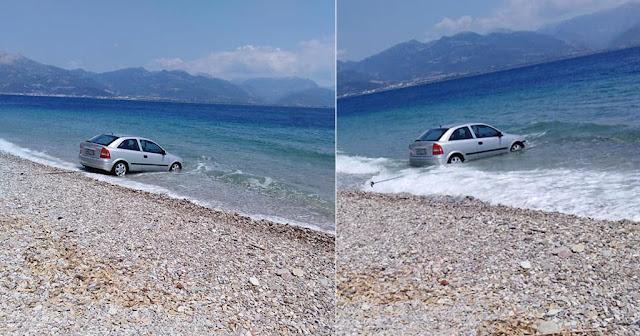 Αχαΐα: Γυναίκα πάρκαρε μπροστά σε παραλία, ξέχασε να βάλει χειρόφρενο και το αμάξι έκανε μπάνιο